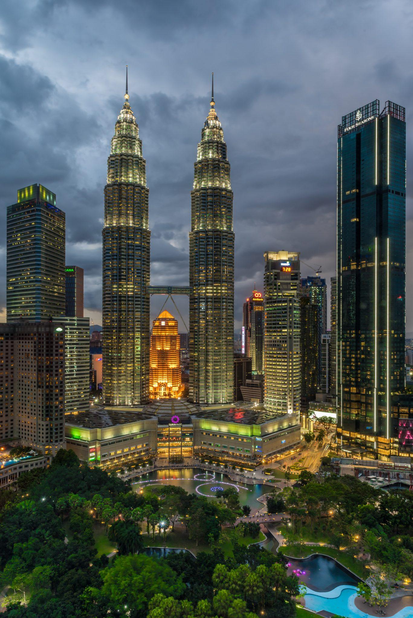 Petronas Twin Towers - Night
